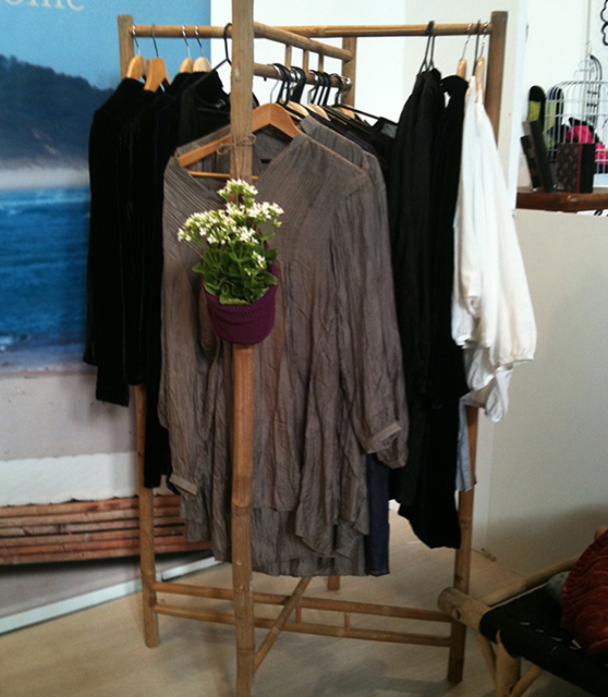 Cloth rack for retail shop